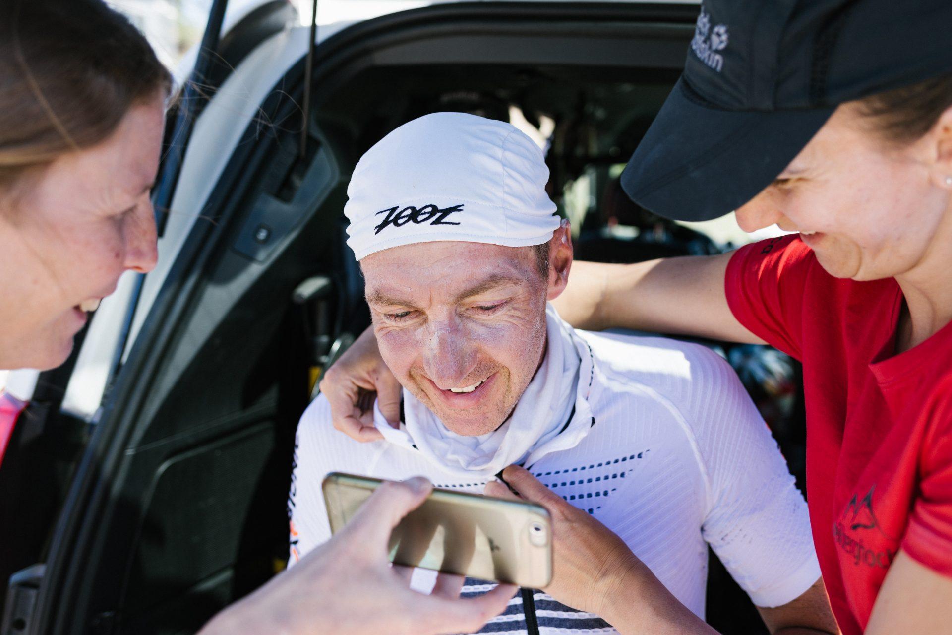 Guido Löhr während einer Behandlungs- und Verpflegungspause beim Race Across America 2017.